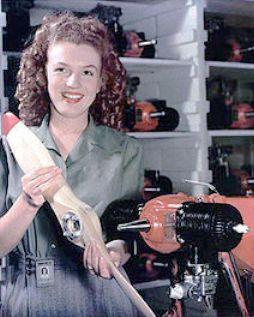 Marilyn Monroe en 1945 travaillait dans une usine de drones